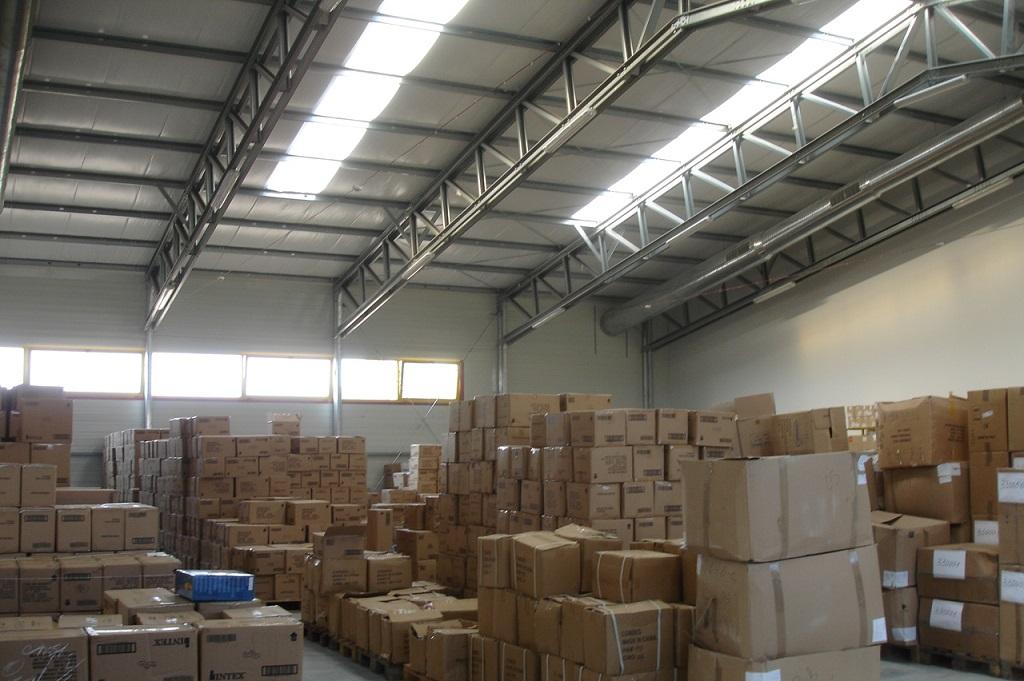 Метално хале, разделено на магазин и склад чрез противопожарна преградна стена