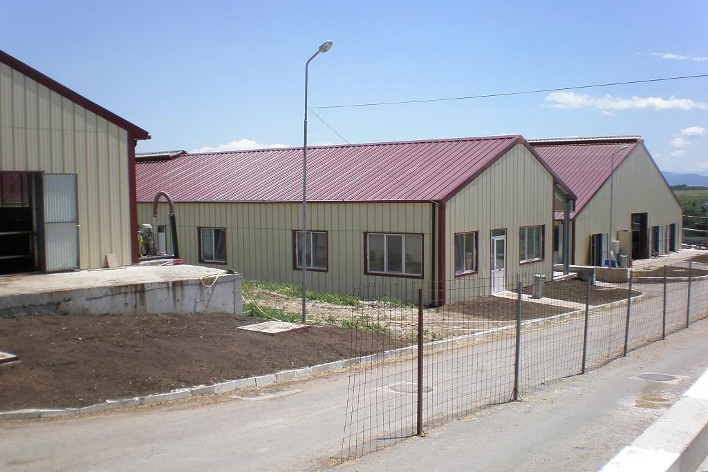 Селскостопански сгради - доилни, сгради за крави в лактация, ветеринарен пункт