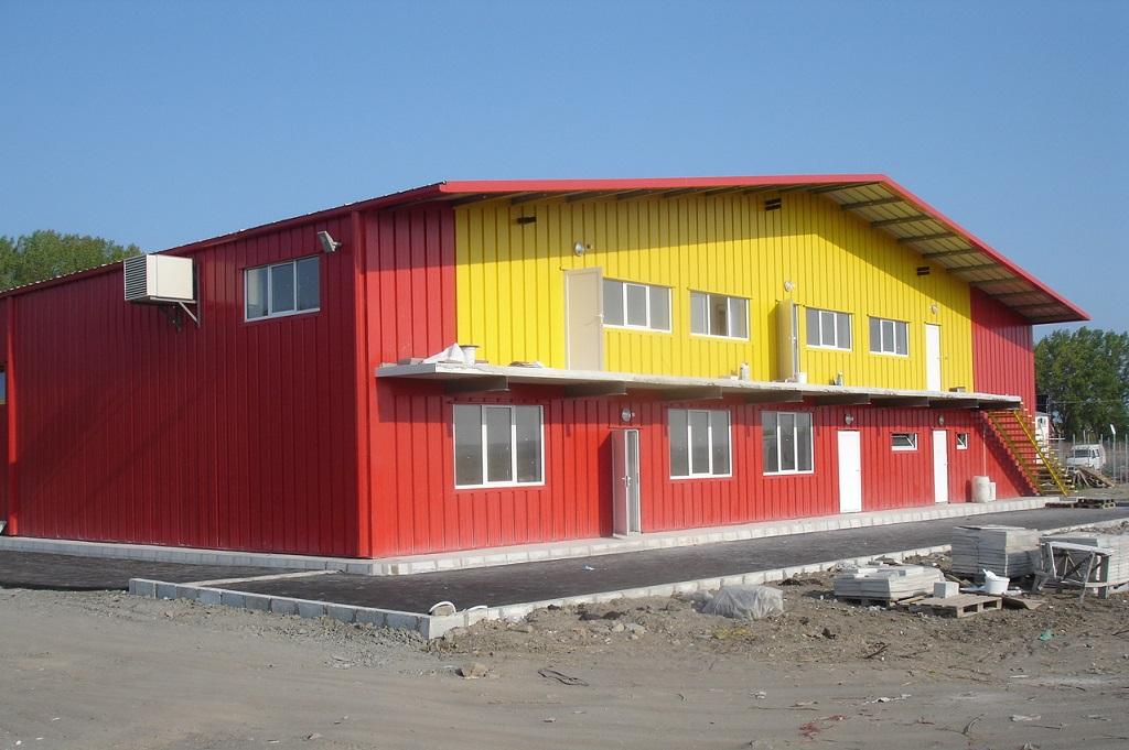 Стоманена конструкция с частичен втори етаж за офис и битови помещения