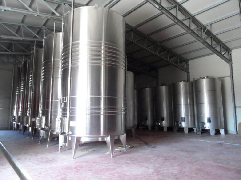 строене на изба за вино